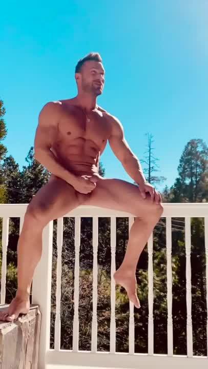 Nackt yotta penis Bastian Yotta